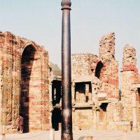デリーの鉄柱(撮影:羽仁礼)